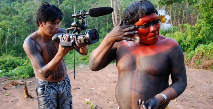 Cineasta indigena do Coletivo Panará de Cinema